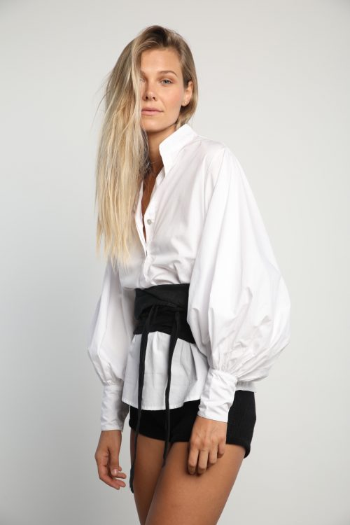 Moda Top in White side view